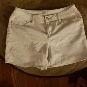 Seven7 white shorts